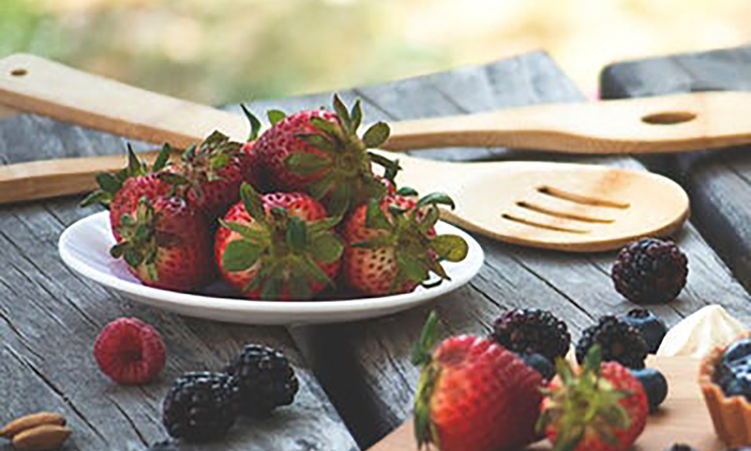Strawberries and blackberries on a picnic table