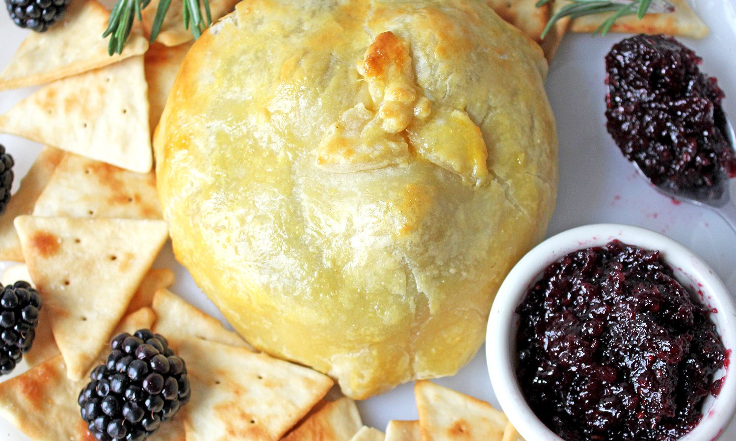 Baked brie berries and jam - easy appetizer